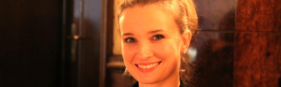 Ärztin Mandy Stoltenburg Curriculum für Implantatprothetik Endodontie Parodontologie